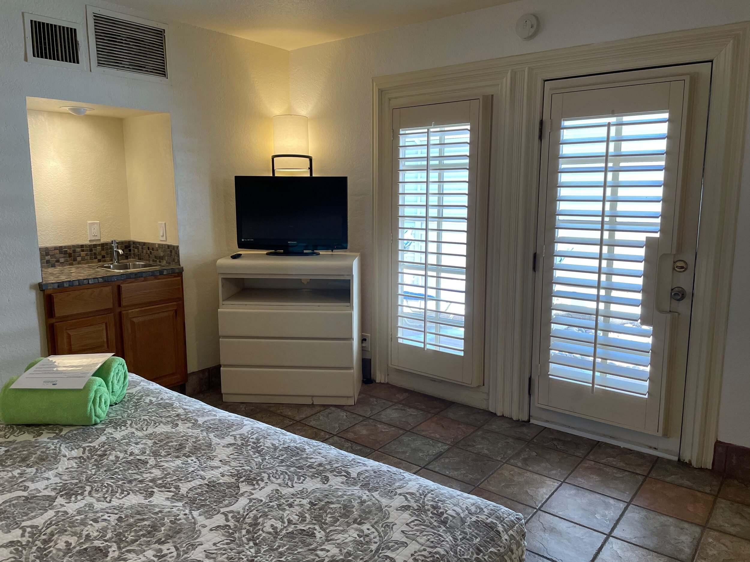 One Bedroom Suite W/Murphy Bed